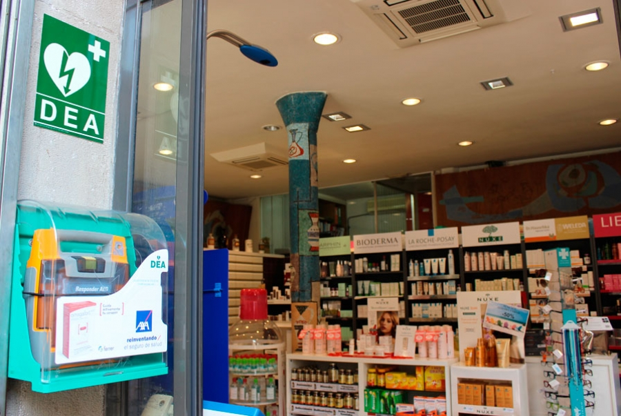 Desfibrifilador en una de las farmacias de Barcelona (Barrio del Born)