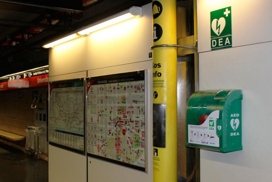 Desfibrilador en la estación de Universitat del Metro de Barcelona
